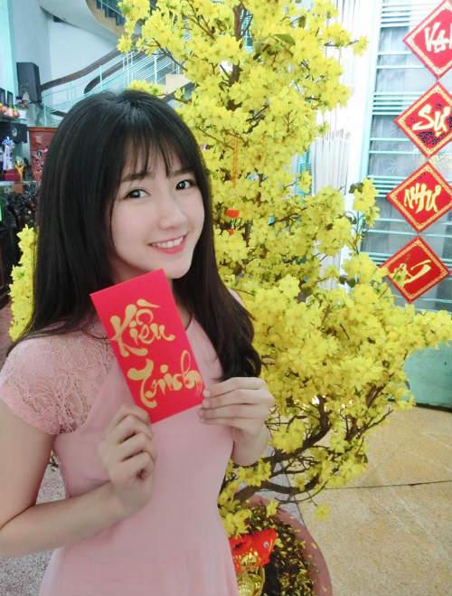 Hot girl trà sữa Kiều Trinh vui vẻ khoe lì xì