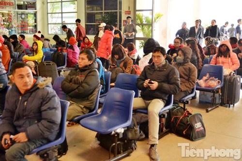 Các bến xe cũng khuyến cáo hành khách khi đến bến thì vào khu vực bán vé để mua. Bến xe cam kết đủ xe và đủ vé để phục vụ hành khách.