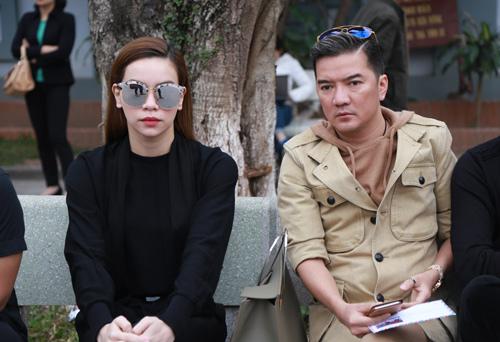 Hồ Ngọc Hà và Đàm Vĩnh Hưng tại tang lễ nhạc sĩ Lương Minh sáng 4/3.