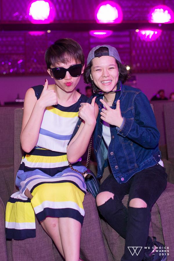 Hai cô Tiên của Vpop vui vẻ trò chuyện và chụp ảnh lưu niệm khi gặp nhau