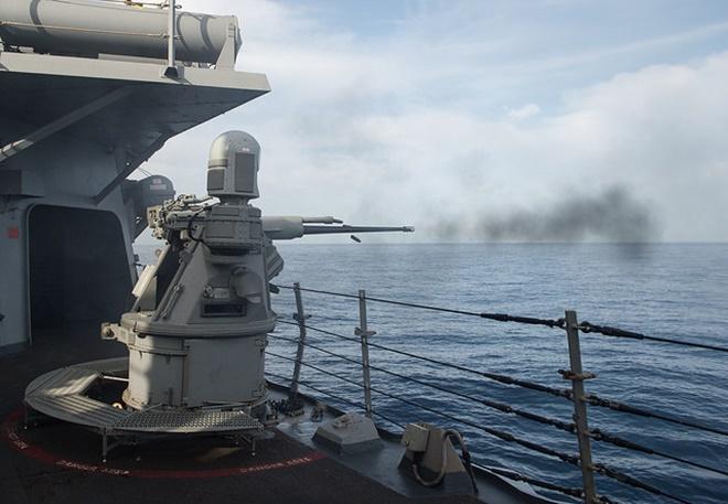 Pháo 25 mm có tốc độ bắn khoảng 200 viên/phút, tầm bắn hiệu quả 3 km, tầm bắn tối đa 6,8 km. Ảnh: Flickr/US Navy
