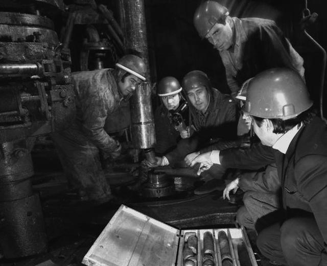 Các nhà địa chất đang lắng nghe thứ âm thanh kỳ quái phát ra từ sâu dưới lòng đất hàng chục nghìn mét.