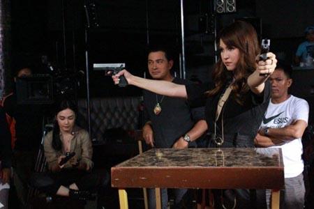 """Giã từ """"sự nghiệp phim người lớn"""", Maria Ozawa đã sang Philippines để tham gia bộ phim hành động hình sự kinh dị - Nilalang."""