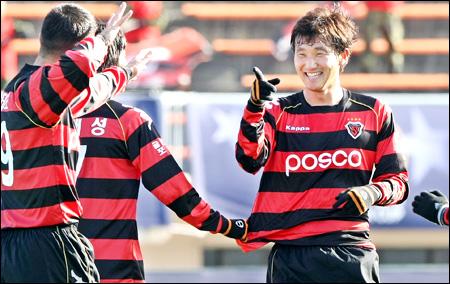 Pohang Steelers có chiến thắng áp đảo.