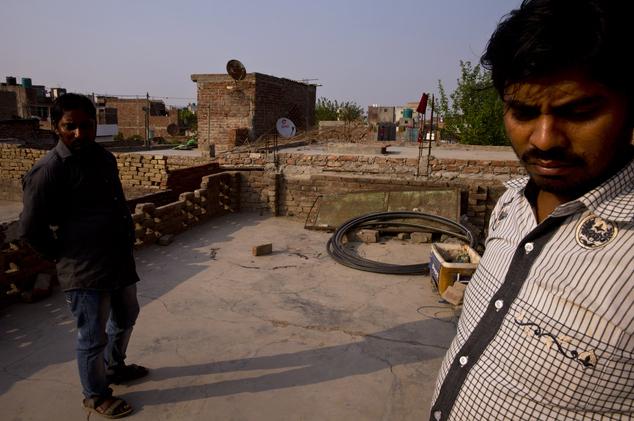 Hiện trường sân thượng nơi xảy ra vụ án cưỡng bức và thiêu sống tại Ấn Độ.