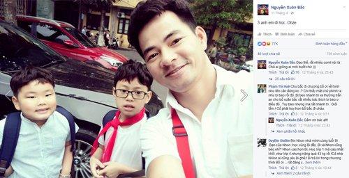 Bức ảnh chụp Xuân Bắc đưa hai con trai đi học rất bình dị đã thu hút 77.000 lượt like.