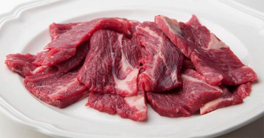 Thịt bò thật sẽ dẻo hơn, cảm giác như dính vào tay (Ảnh minh họa: Internet)