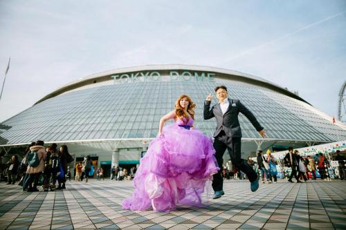 Chang Clare cho biết cô dâu chú rể trong loạt ảnh cưới chính là bạn anh. Họ đã phải bỏ ra 190.000 yên Nhật (khoảng 38 triệu đồng Việt Nam) để có thể thực hiện được bộ ảnh cưới tại một studio ở Nhật Bản.