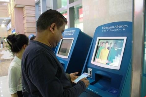 Ngoài hình thức làm thủ tục check-in truyền thống tại quầy, hành khách còn có thể tự làm thủ tục trực tuyến qua trang web của hãng, sử dụng mobile check-in và đặc biệt là hệ thống ki ốt check-in tự động.