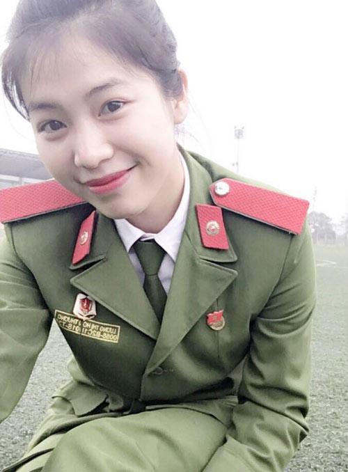 Hoài Thương luôn là học viên giỏi và xuất sắc tại Trường CĐ Cảnh sát nhân dân 1. (Ảnh: NVCC).