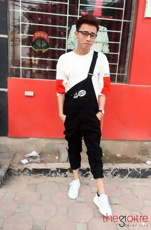 Gương mặt điển trai, lại thường xuất hiện cùngphong cách thời trang đậm chất Kpop nên chàng trai Thanh Hóa dễ bị nhận nhầm là một nhân vật làm trong lĩnh vực giải trí.