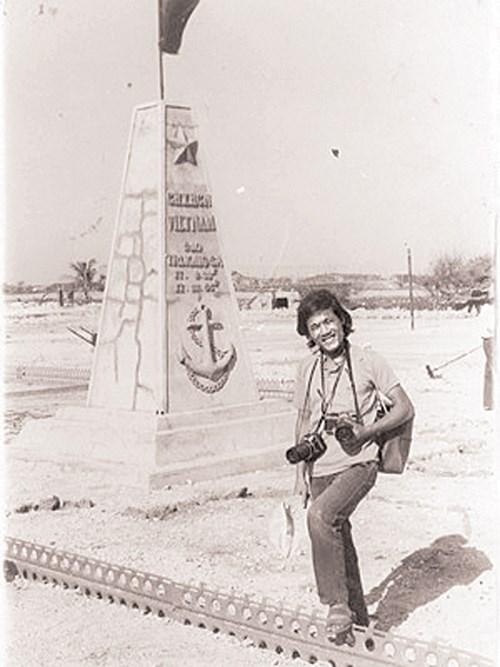 Phóng viên Trung Hiền tại Gạc Ma tháng 4 năm 1988. Ảnh: P.V.