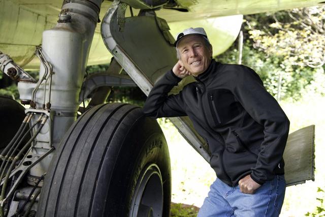 Cùng gặp gỡ Bruce Campell, người kĩ sư điện về hưu đã mua lại chiếc máy bay Boeing 747 vào năm 1999 với số tiền 5 tỉ đồng cho việc tu sửa nó thành ngôi nhà mơ ước.