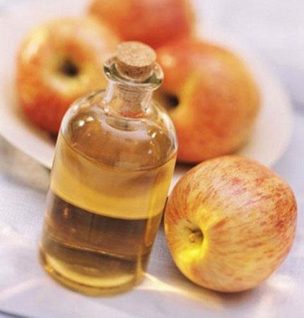 Giấm rượu táo cũng làm tan sỏi amidan nơi ẩn chứa nhiều vi khuẩn nặng mùi.