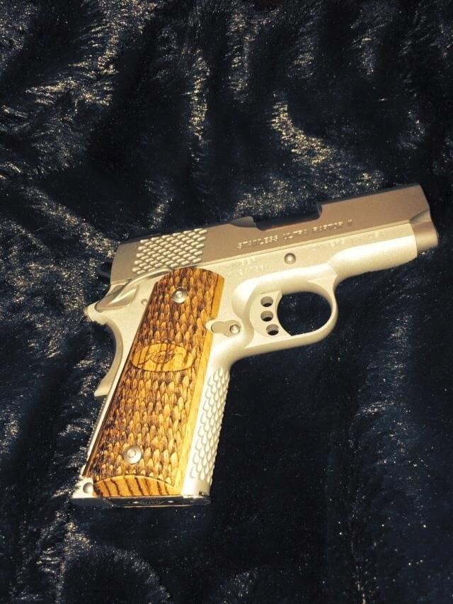 Gilt mới khoe về khẩu súng bắn cỡ đạn .45 này trên mạng xã hội trước khi xảy ra vụ nổ súng (Nguồn: Mashable)