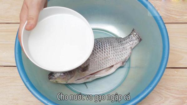 Nước muối hay nước vo gạo không loại bỏ được hóa chất