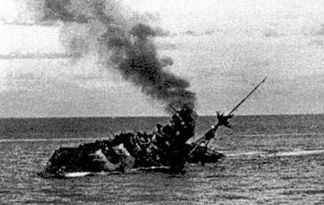 Chiến hạm HMS Barham bị tàu ngầm Đức bắn chìm.