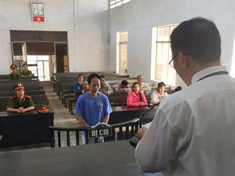 Bị cáo R Căm Sao tại phiên tòa xét xử.