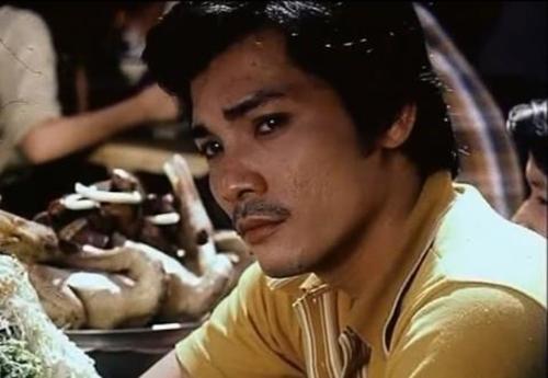 Nhiều người hâm mộ không khỏi chạnh lòng vì dáng vẻ gầy gò, gương mặt khắc khổ của diễn viên Thương Tín.