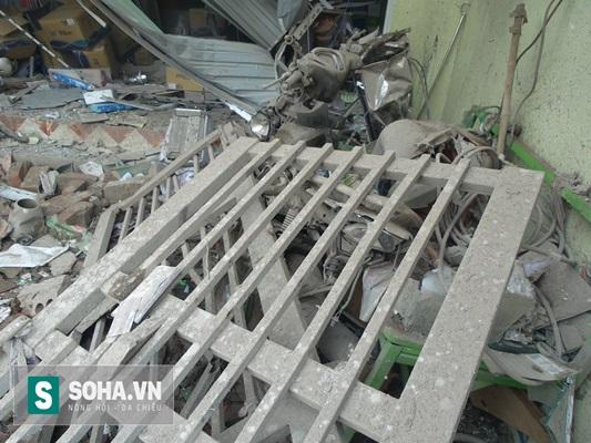 Vụ nổ khiến cho nhiều người đang làm việc trong căn nhà số 13TT9 (cùng dãy với căn nhà vợ chồng ông Phạm Văn Cường thuê để buôn bán sắt vụn) bị thương nặng, nhiều đồ đạc bị hư hỏng nghiêm trọng.