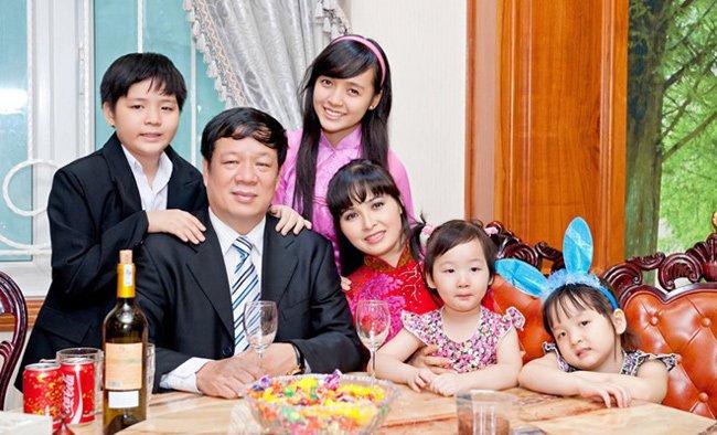 Ca sĩ Trang Nhung hiện đang có một cuộc sống viên mãn bên người chồng đại gia và 4 em bé xinh xắn.