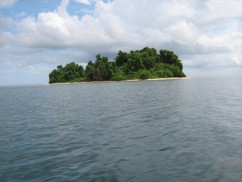 Hòn đảo Kakatina ngày trước chơ vơ giữa biển.