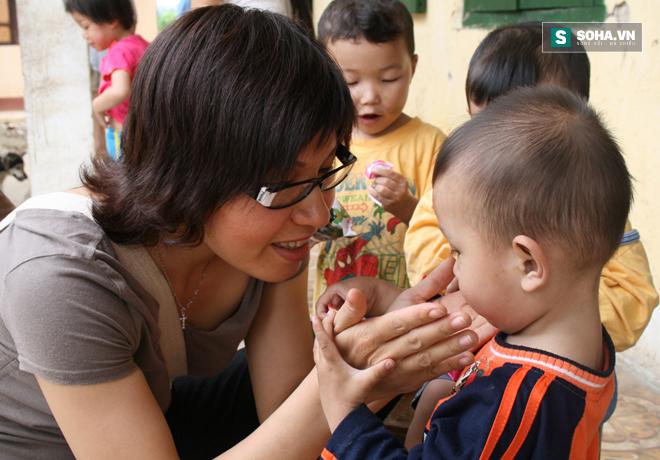Nhà báo Thu Trang là người nặng tình với trẻ em miền núi khó khăn (Ảnh nhân vật cung cấp)