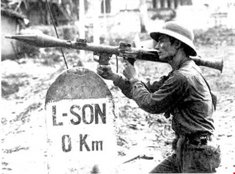 Bộ đội Việt Nam đánh trả quân Trung Quốc xâm lược tại Lạng Sơn năm 1979. Ảnh tư liệu