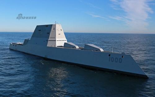 Con tàu di chuyển với công suất tối đa (lên tới 33 hải lý/giờ) và có thể phanh lại đột ngột trong 90 giây.