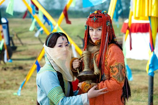 Hải Lan Châu (Trương Mông) vẫn cho thấy nhan sắc kiều diễm và có phần lấn át Đại Ngọc Nhi (Viên San San) mặc dù phải đeo khăn che mặt.