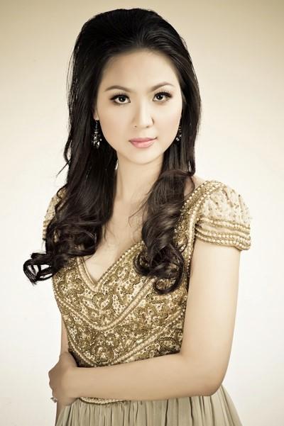 Làm dâu gia đình quyền quý, cuộc đời Phan Thu Ngân được ví như công chúa Lọ Lem.