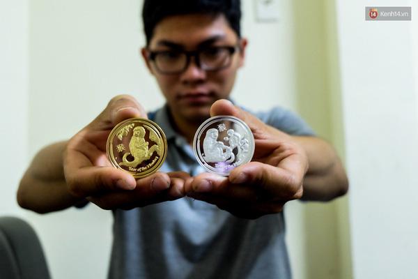 Cặp đồng xu được làm bằng niken có giá rẻ cho khách có thu nhập trung bình.