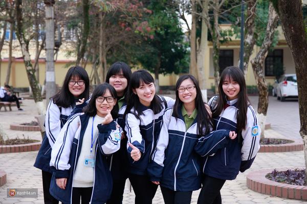 Khánh Vy cùng những cô bạn của mình.