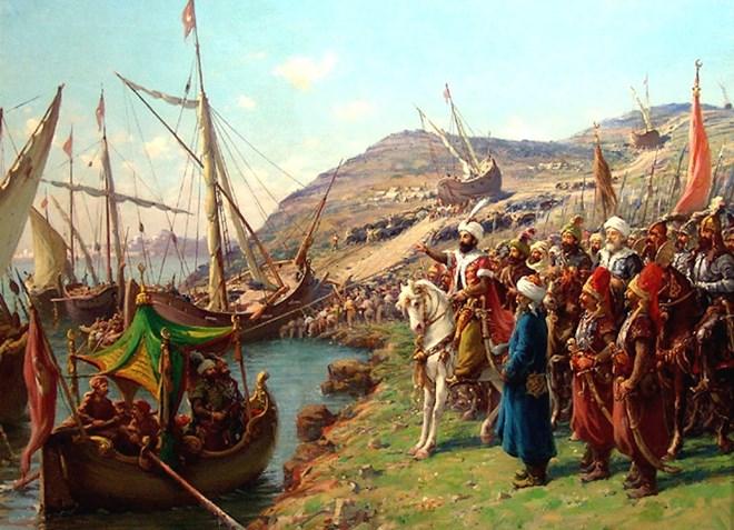 Quân đế chế Ottoman đã đưa toàn bộ lực lượng hải quân của mình lên bờ để vượt qua dây xích khổng lồ của quân Byzantine.