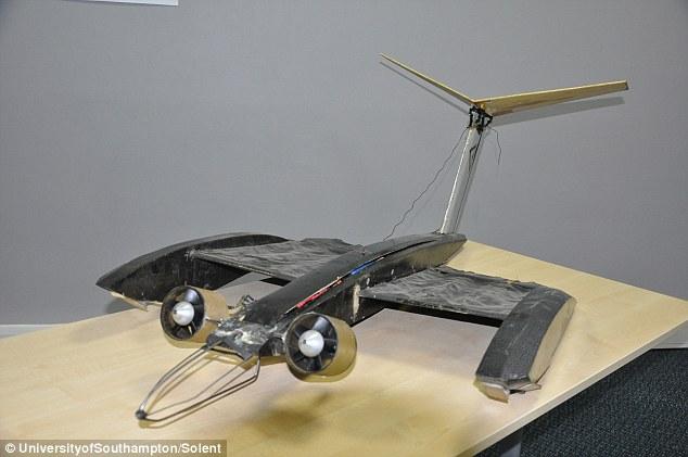 Thiết kế nguyên mẫu máy bay cánh dơi