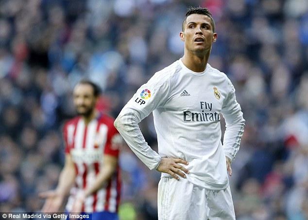 Real gần như mất cơ hội bám đuổi Barcelona.