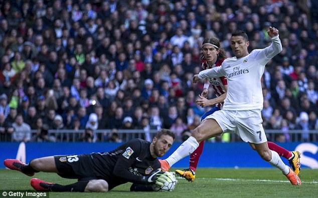 Dù cố gắng song Ronaldo không thể 1 lần chọc thủng lưới đối phương.