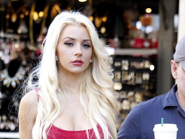 Courtney Stodden nổi tiếng khi kết hôn ở tuổi 16 với ông xã hơn 35 tuổi.