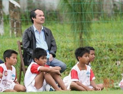 Thú vui tao nhã nhưng thật ra cũng rất tốn kém của bầu Đức, khi ông ôm tham vọng giúp bóng đá Việt Nam tiến lên tầm châu lục, trước mắt là vượt qua ao làng ĐNÁ bằng việc vô địch SEA Games.