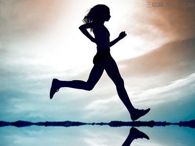Đầu gối thẳng trong mỗi bước đi khiến bạn có được sải chân vừa phải (Ảnh: nguồn internet).