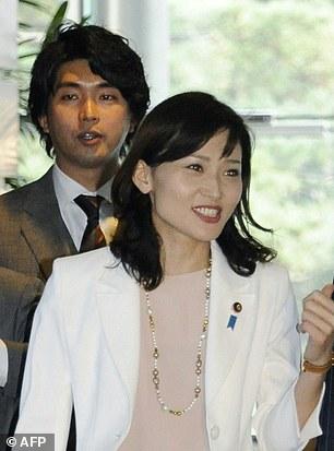 Ông Kensuke Miyazakivà phu nhân Megumi Kaneko.