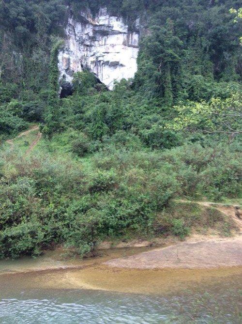Cửa hang động nơi được dùng làm bối cảnh xuất hiện của vua khỉ.