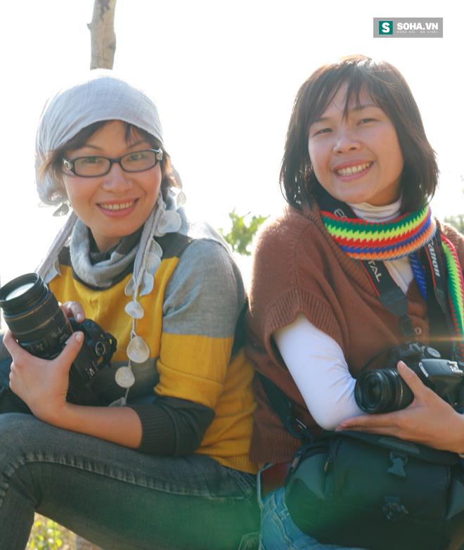 Nhà báo Thu Trang và đồng nghiệp trong một chuyến công tác (Ảnh nhân vật cung cấp)