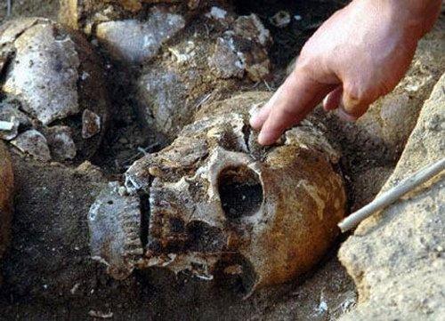 Sự tàn độc của Tần Thuỷ Hoàng là tấm khiên vững chãi che chắn cho những bí mật về lăng mộ này và kho báu vật vô giá chôn sâu cùng ông.