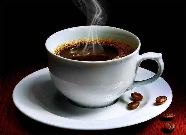 Để khắc phục tình trạng này, sau khi ăn tỏi bạn súc miệng với một tách cà phê đen không đường, hoặc sữa bò hay trà xanh, có tác dụng tiêu trừ hôi miệng.