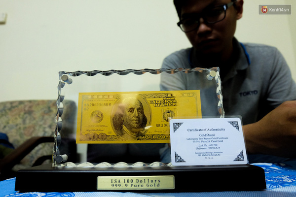 Đồng tiền USD làm bằng vàng thật được nhiều đại gia săn lùng.