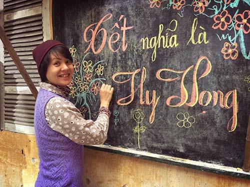 Mc Diễm Quỳnh trở về là cô gái viết bảng tin.