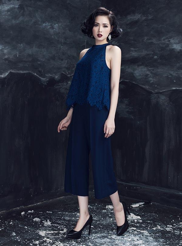 Ngoài đồ ren,Tâm Tít còn chọn trang phục tông màu đơn sắc để dễ dàng kết hợp với những món đồ, phụ kiện đi kèm.