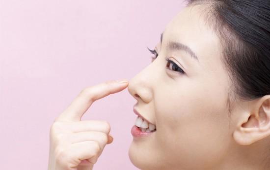 Vệ sinh mũi thế nào cho phù hợp là vấn đề không phải ai cũng biết. (Ảnh minh họa).