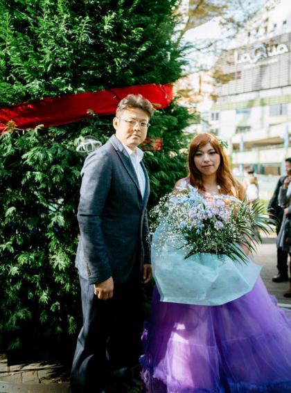 Nhiều người cho rằng studio chụp ảnh cưới cho cặp đôi đã làm việc thiếu chuyên nghiệp và cẩu thả khi không chỉnh sửa ảnh hay chọn được các góc chụp tinh tế.